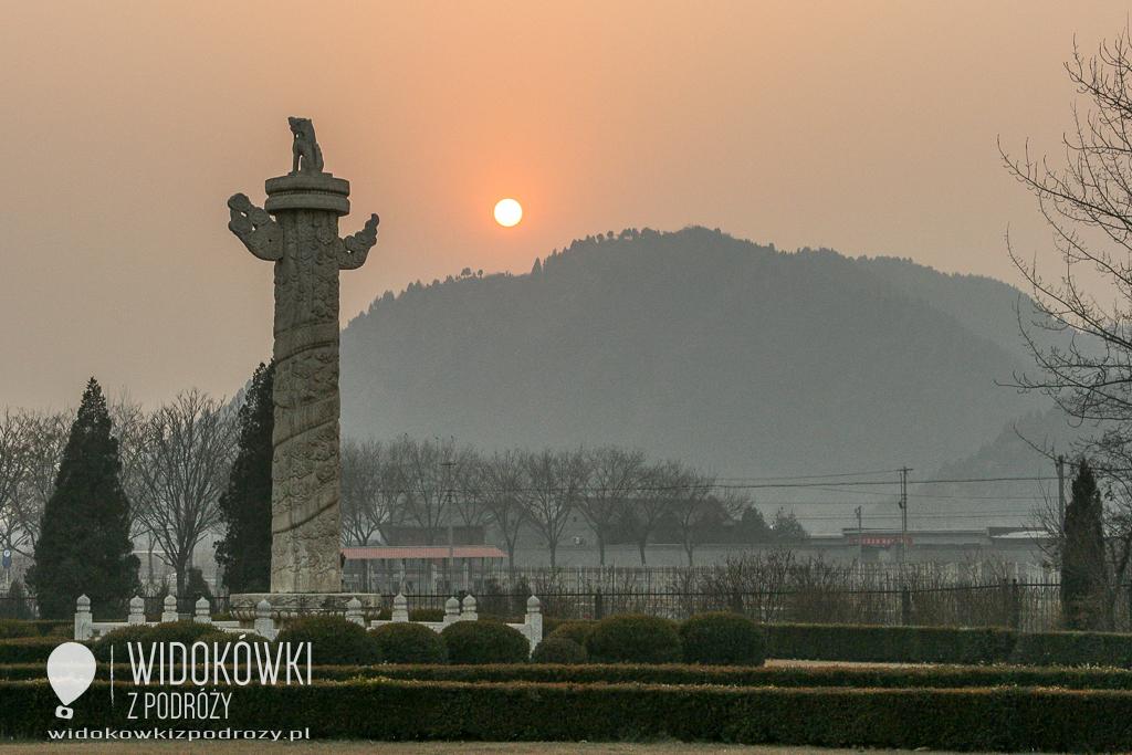 Shendao prowadzi do Shinsan Ling, czyli grobowce dynastii Ming